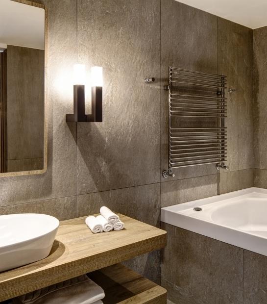 Dettaglio del lavabo e della vasca