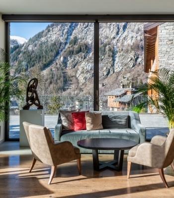 Hall con vetrate panoramiche