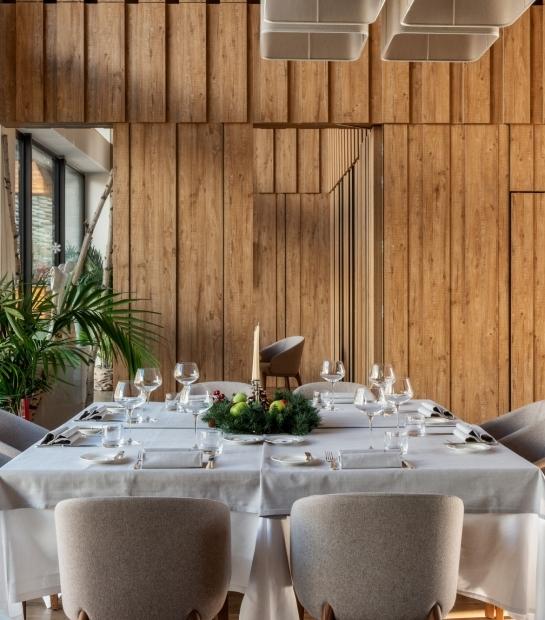 La Fourchette Restaurant Table