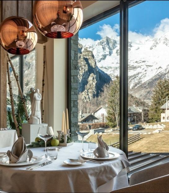 Restaurant corner with panoramic view